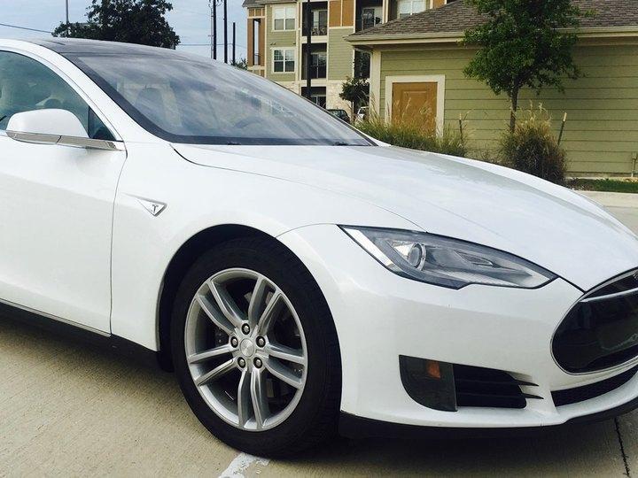 Tesla Model S 4D Sedan 60kWh Base 2013