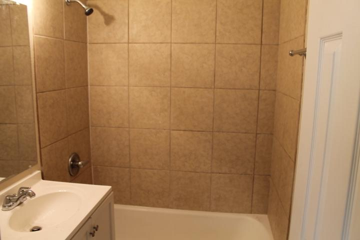 $895 Four bedroom Apartment for rent
