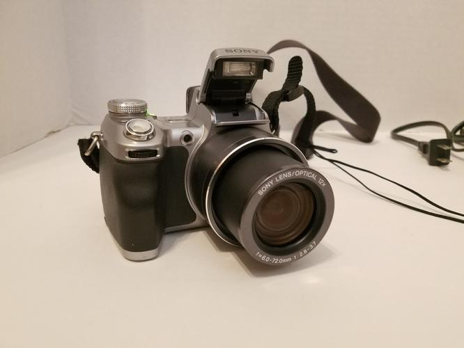 Sony DSC-H1 Cyber-shot Camera with 12x