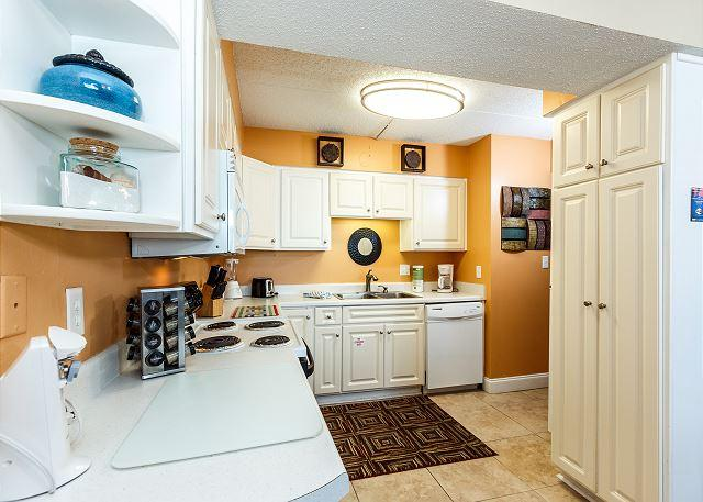 Enticing Honeymoon Suite W/ Fully Equipped Kitchen-*Free Bch Service*