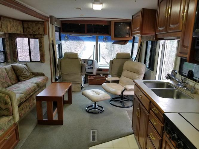 1997 Winnebago VECTRA 34RQ