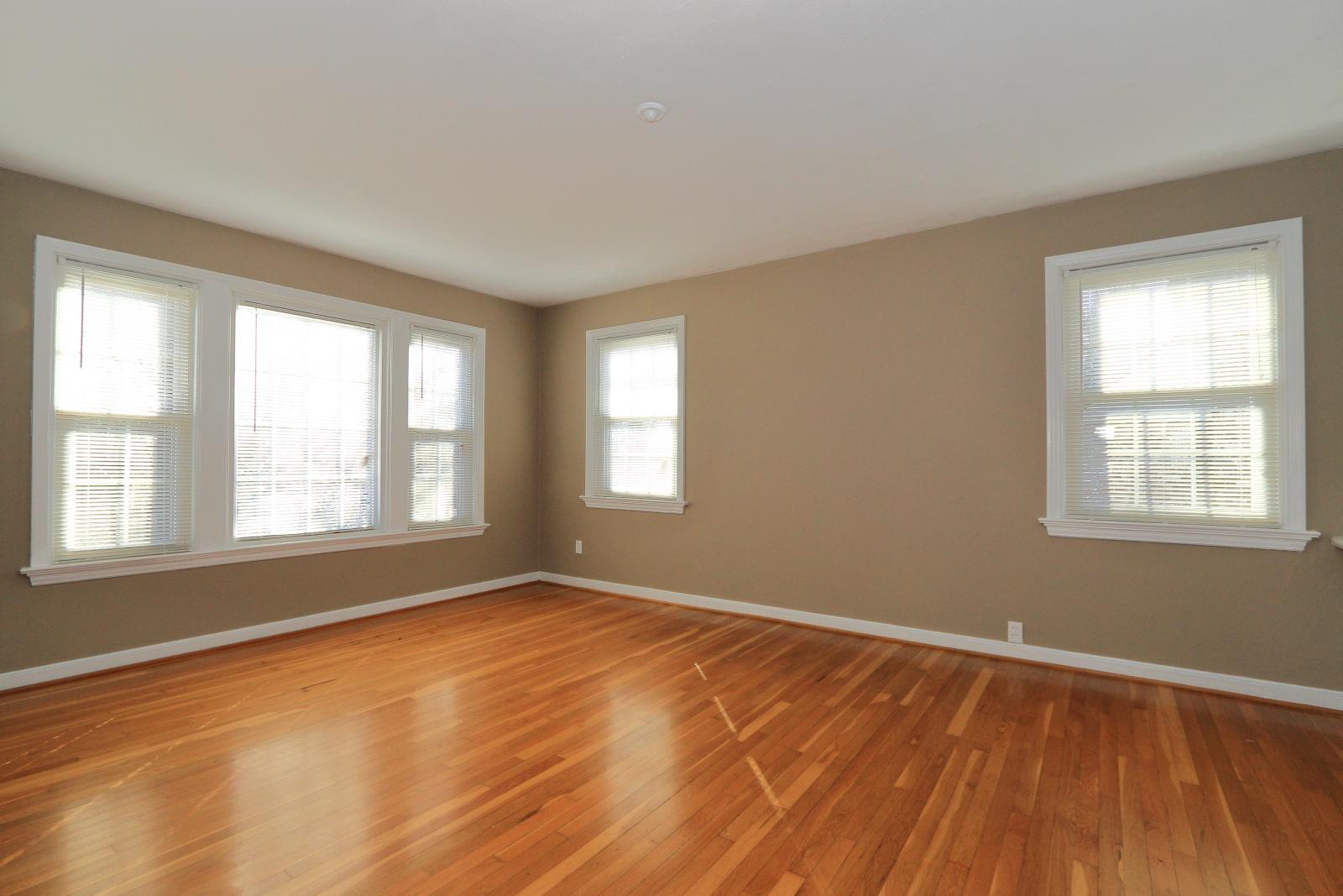 $1300 Three bedroom Apartment for rent