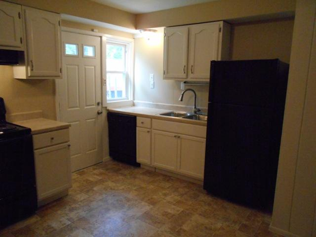 $875 Three bedroom Apartment for rent