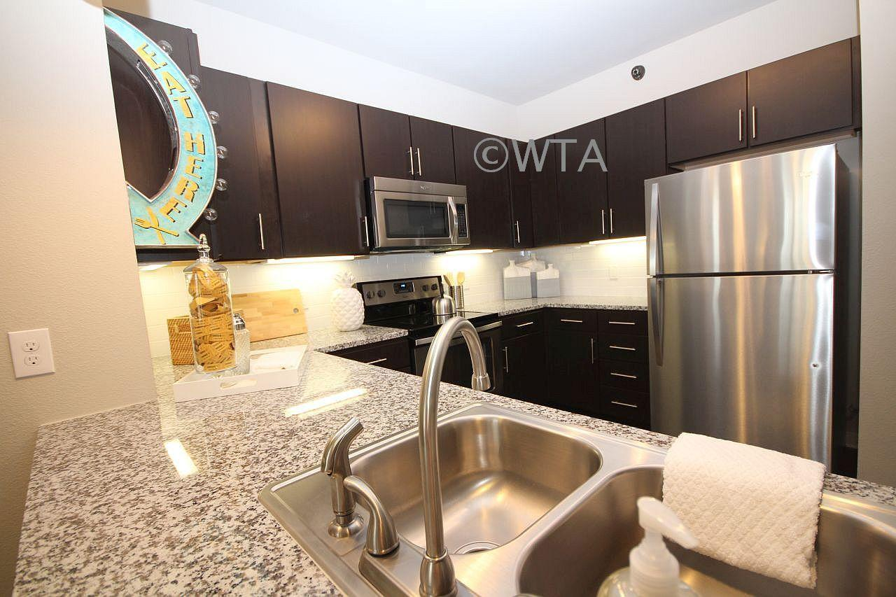 $1915 Three bedroom Apartment for rent