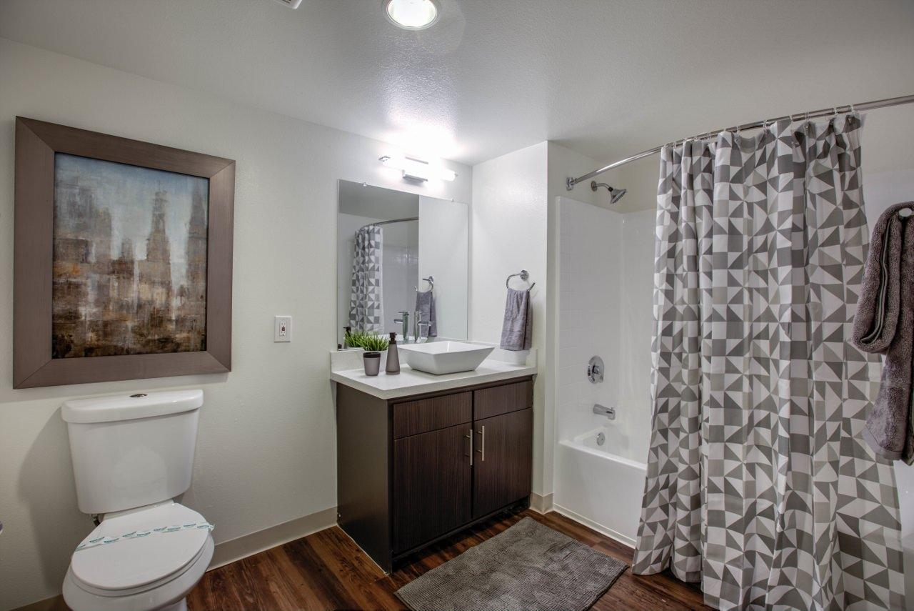 $1592 Five+ bedroom Apartment for rent