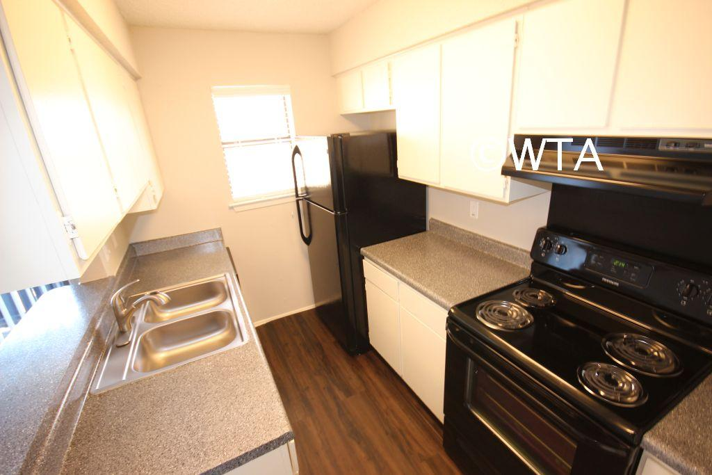 $913 Two bedroom Townhouse for rent
