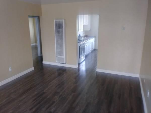 Seeking Confident Mature FEMALE Assistant; Free or Discounted 2bed Apt, El Cajon