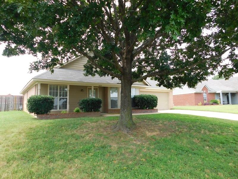 $1330 Three bedroom Apartment for rent