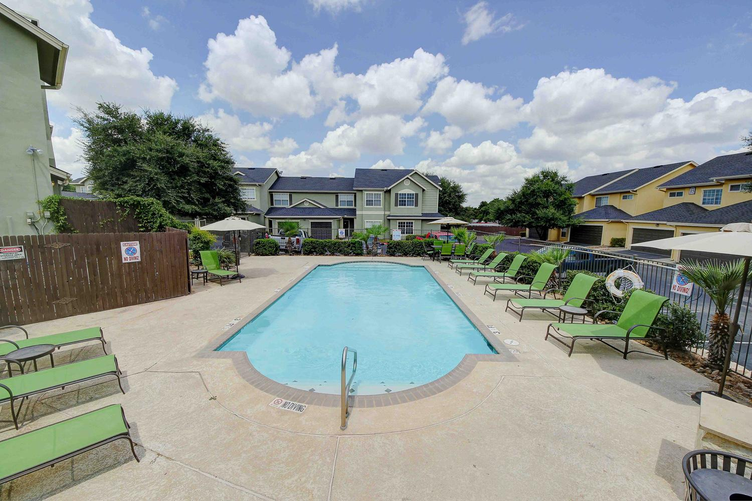 $1895 Three bedroom Apartment for rent