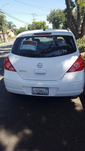 2012 White Nissan Versa