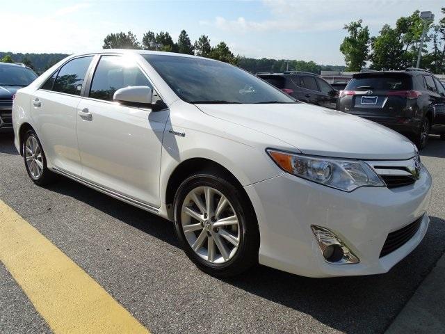 Toyota Camry Hybrid Hybrid XLE 2014