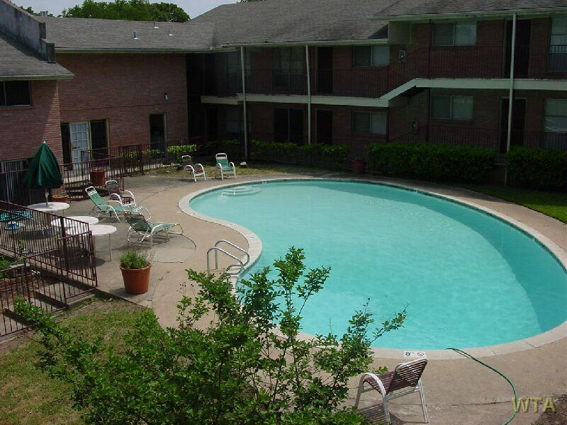 $2300 Three bedroom Apartment for rent