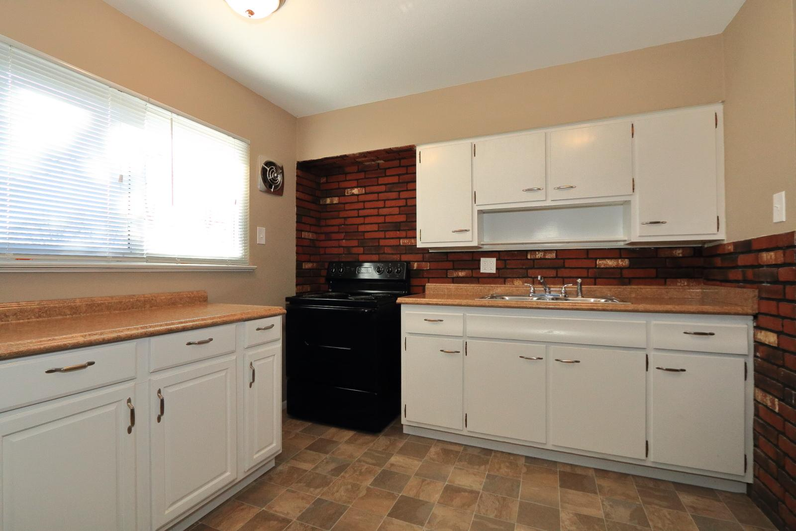 $975 Three bedroom Apartment for rent