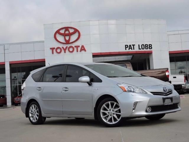 Toyota Prius v Five 2013