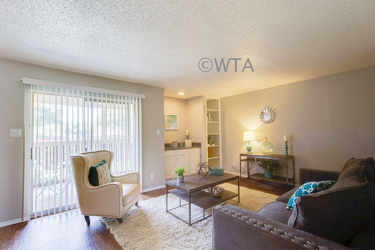 $1135 Three bedroom Apartment for rent