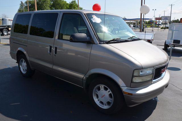 GMC Safari Passenger  2003