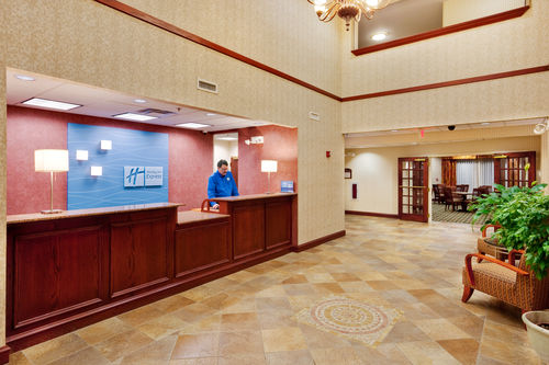 Holiday Inn Express & Suites Gibson