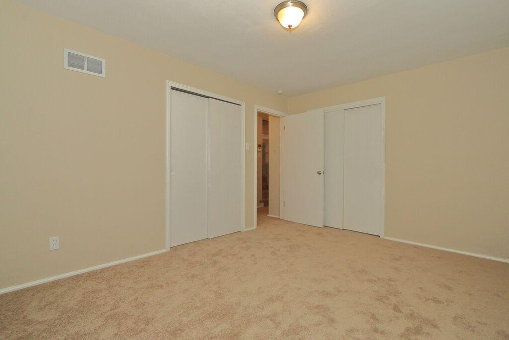 $1000 Four bedroom Apartment for rent