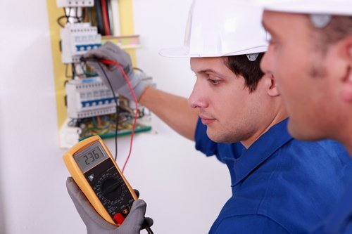 Avail electrical service by a professional electrician in Pearland, TX