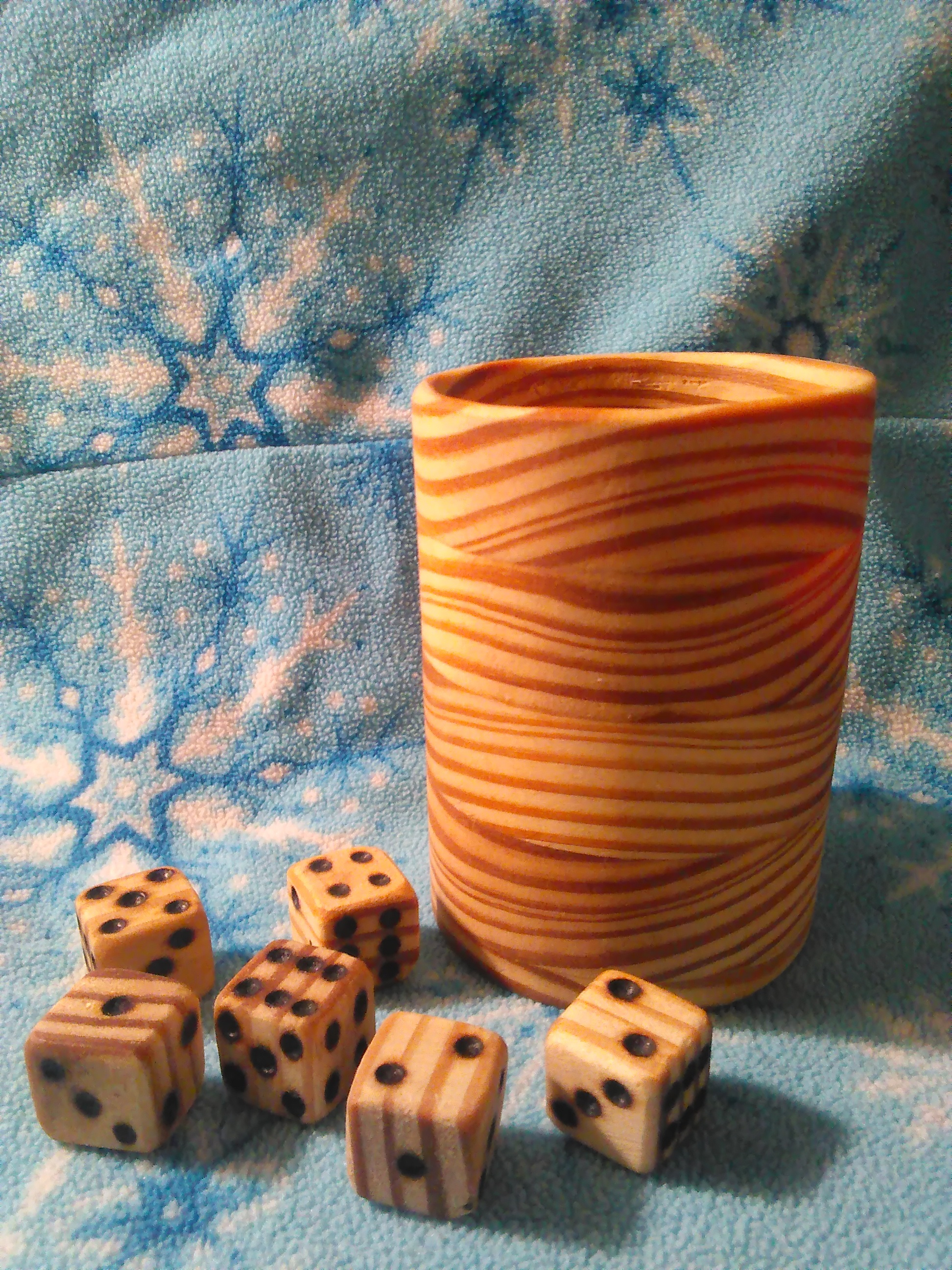 Skallywags White Pine Cup and Dice set
