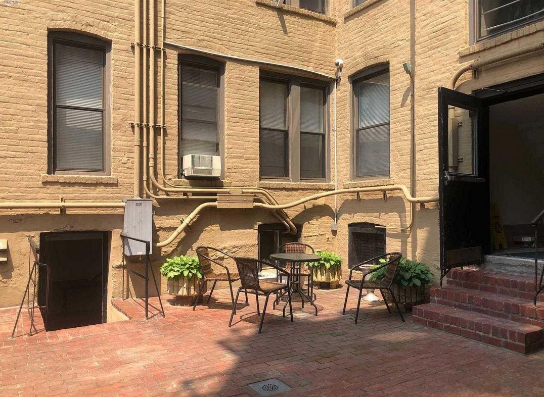 ID#: 1348309 Beautiful Apartment in Pre-War Tudor Style Building