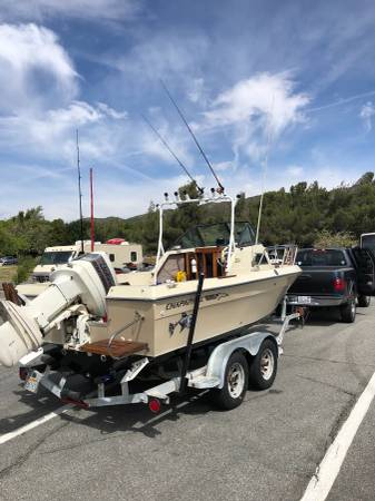 1988 Chaparral fisherman walk around 20'