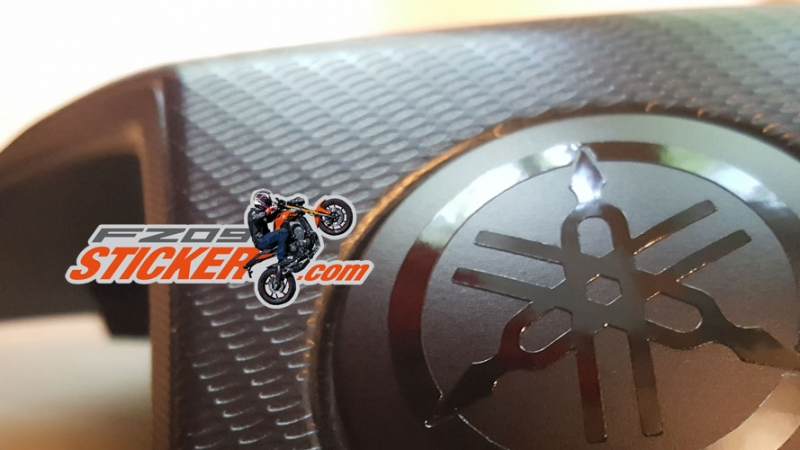 Yamaha black out logo theme