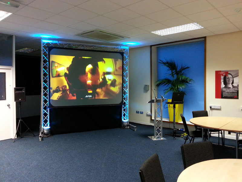 projector and screen hire Services at lowest affordable prices
