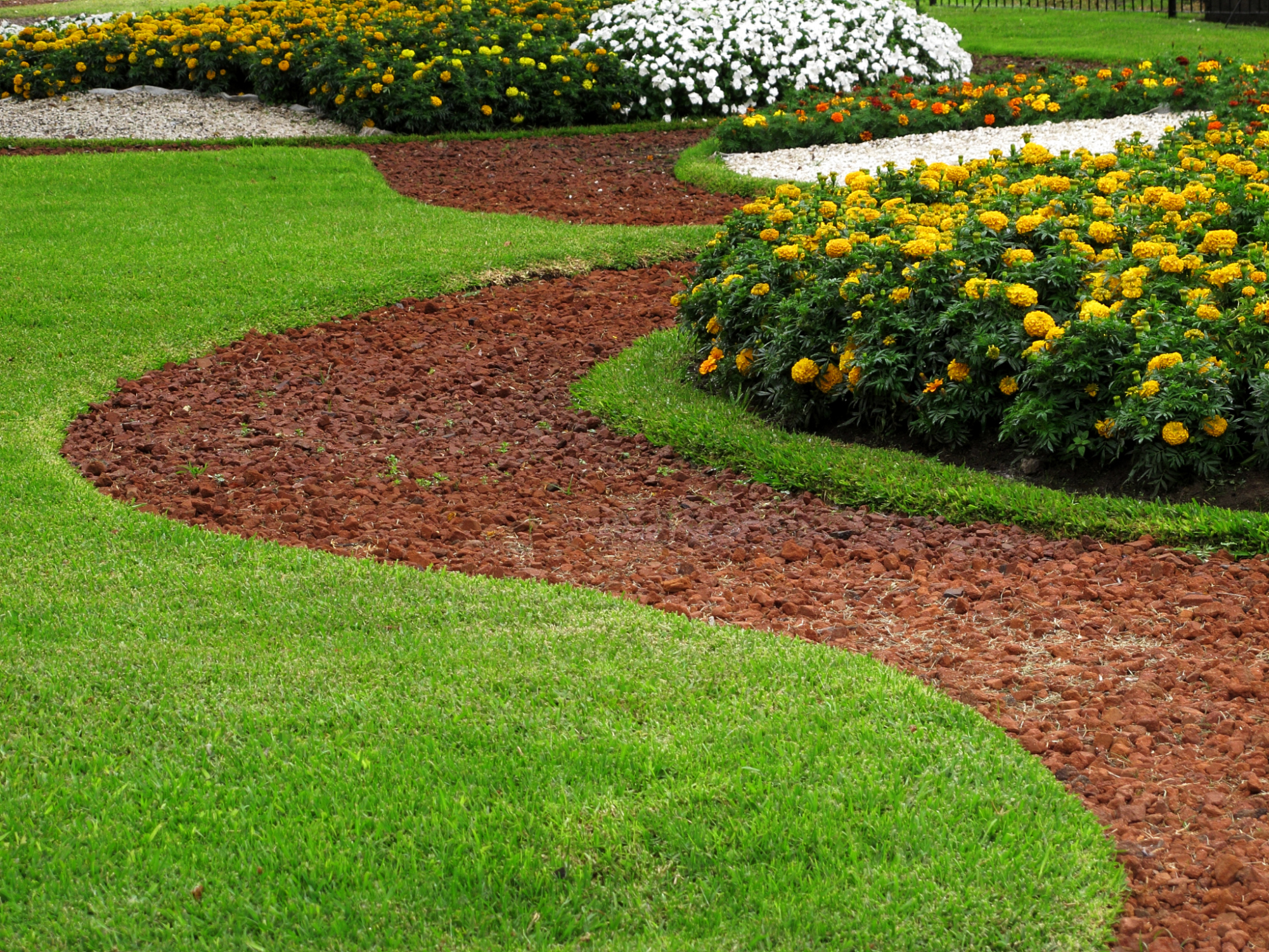 Flores Gardening and Landscaping