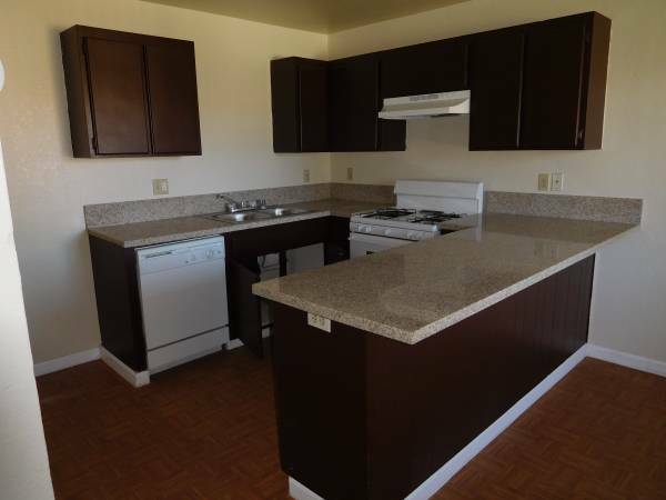 2 Bedrooms 1 Bathroom in Adelanto with Washer and Dryer Hookups AVAILABLE NOW !!!