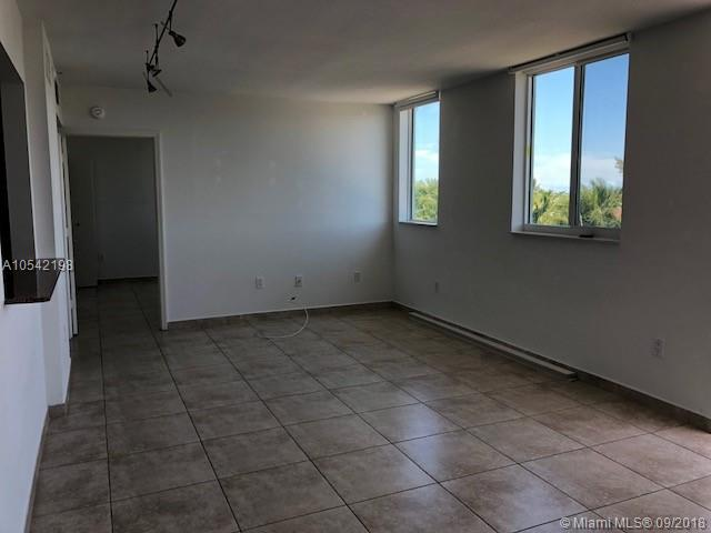 Miami Beach: 2/2 Boutique apartment (Collins Ave., 33141)