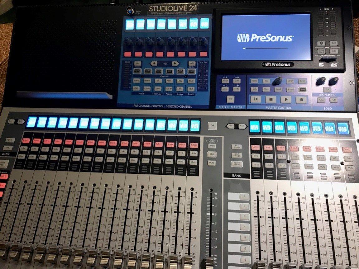 PreSonus-StudioLive-24-Series-III-Digital-Mixer-32-Input-with-25-Motorized-Fader MINT CONDITION!!