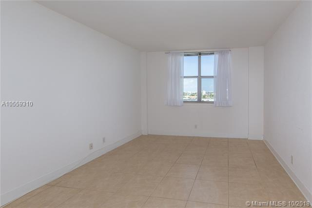 Miami Beach: 2/2 Renovated apartment (69 th St., 33141)
