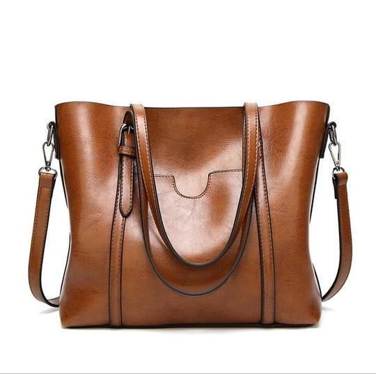 Fashion handbags store many diverse samples, simple design but still exudes the gentle, feminine.