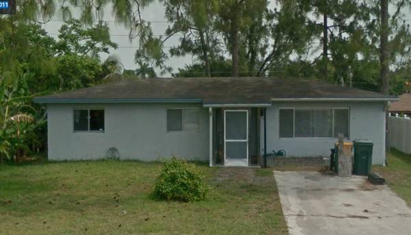 2 bedroom 1 bath fixer upper house in Naples Florida!