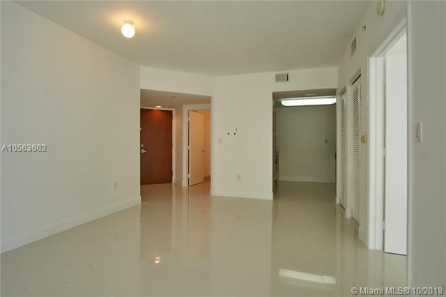 Miami Beach: 1/1.5 Nice apartment (Collins Ave., 33141)