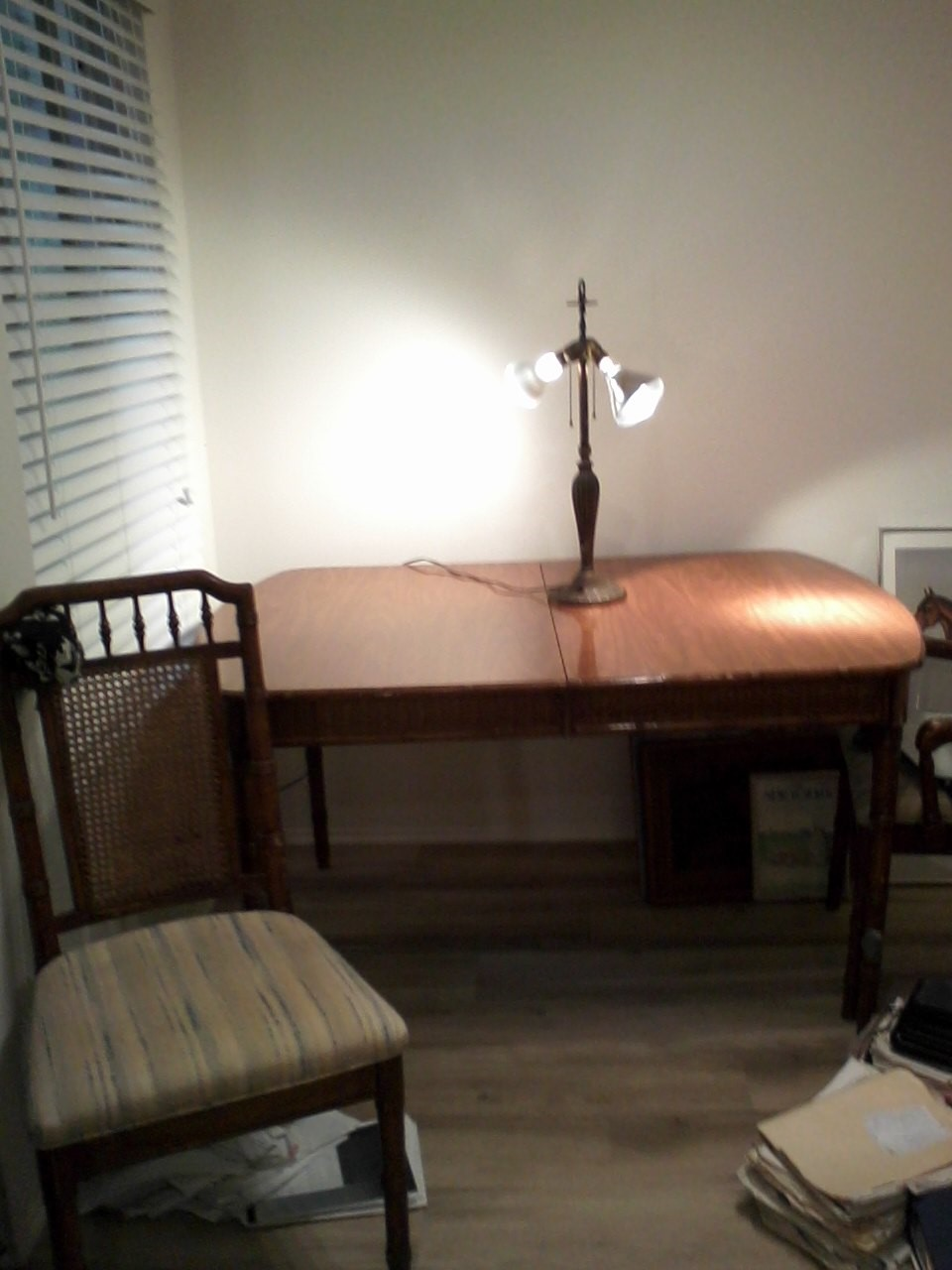 SELLING OAK WOOD DINING TABLE WITH FOUR CHAIRS