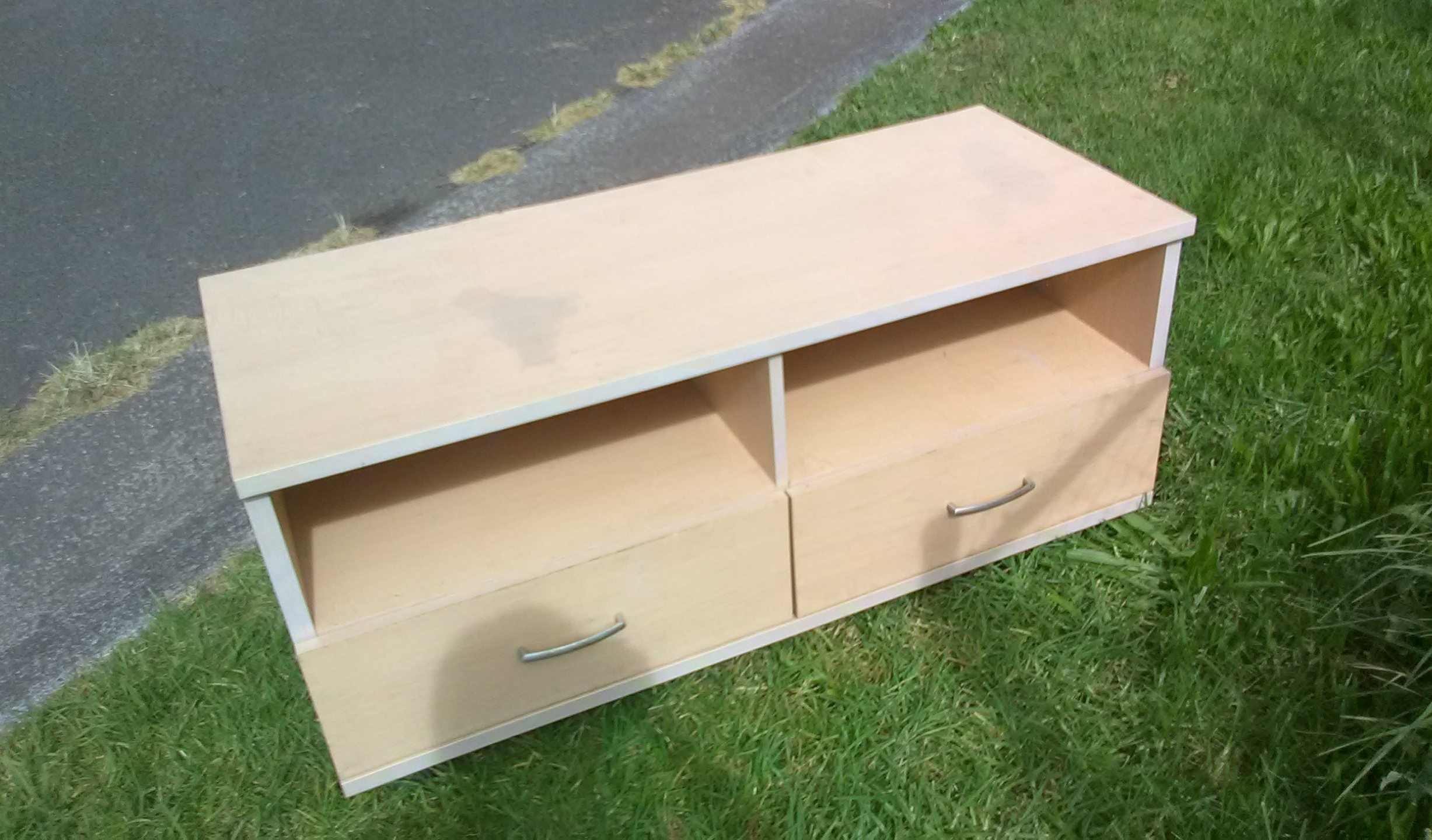 Free table, cairs, BBQ, TV stand