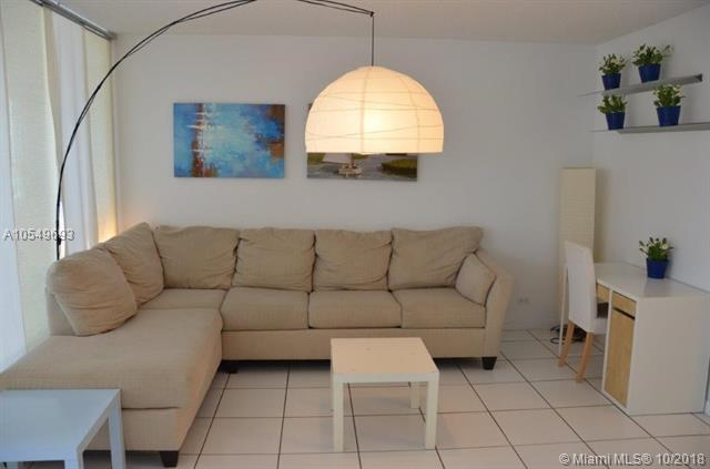 Miami Beach: 0/1 Large studio (Collins Ave., 33139)