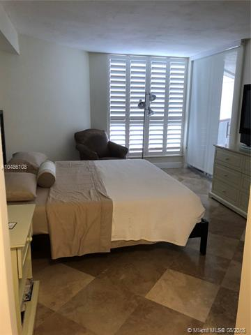 Miami Beach: 1/1.5 Ocean view apartment (Collins Ave., 33141)