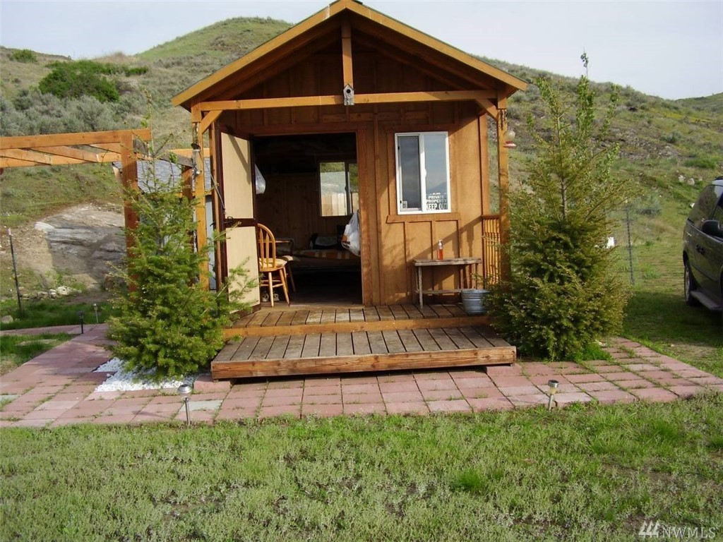 Cute Dry Cabin on 20 Acres