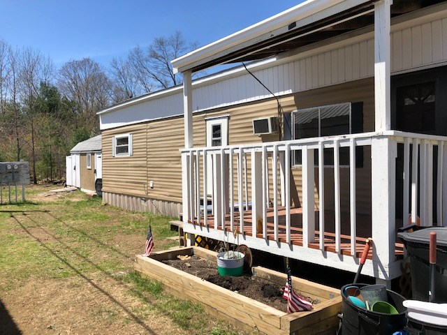Bright and Sunny 2 Bedroom Mobile Home! Home is Ready for You to Move-In!