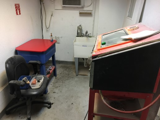 2350 sq. ft. warehouse space for rent $2500/month including Utilities