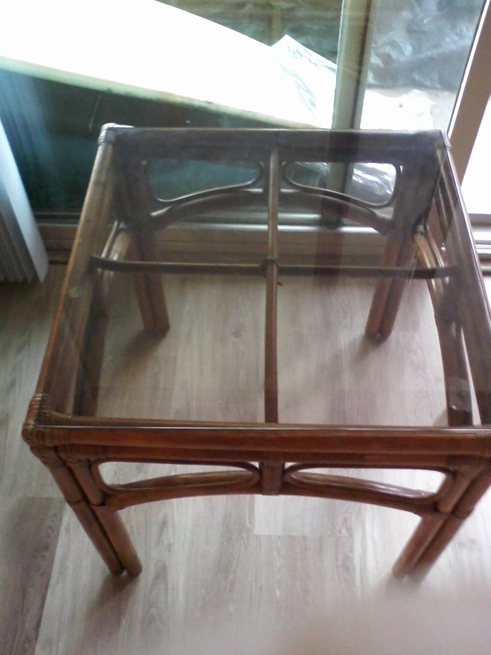SELLING GLASS COFFEE TABLE