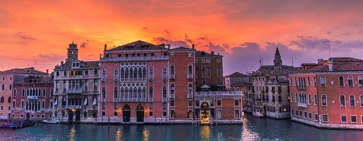 Enjoy At Venice This Summer Vacation
