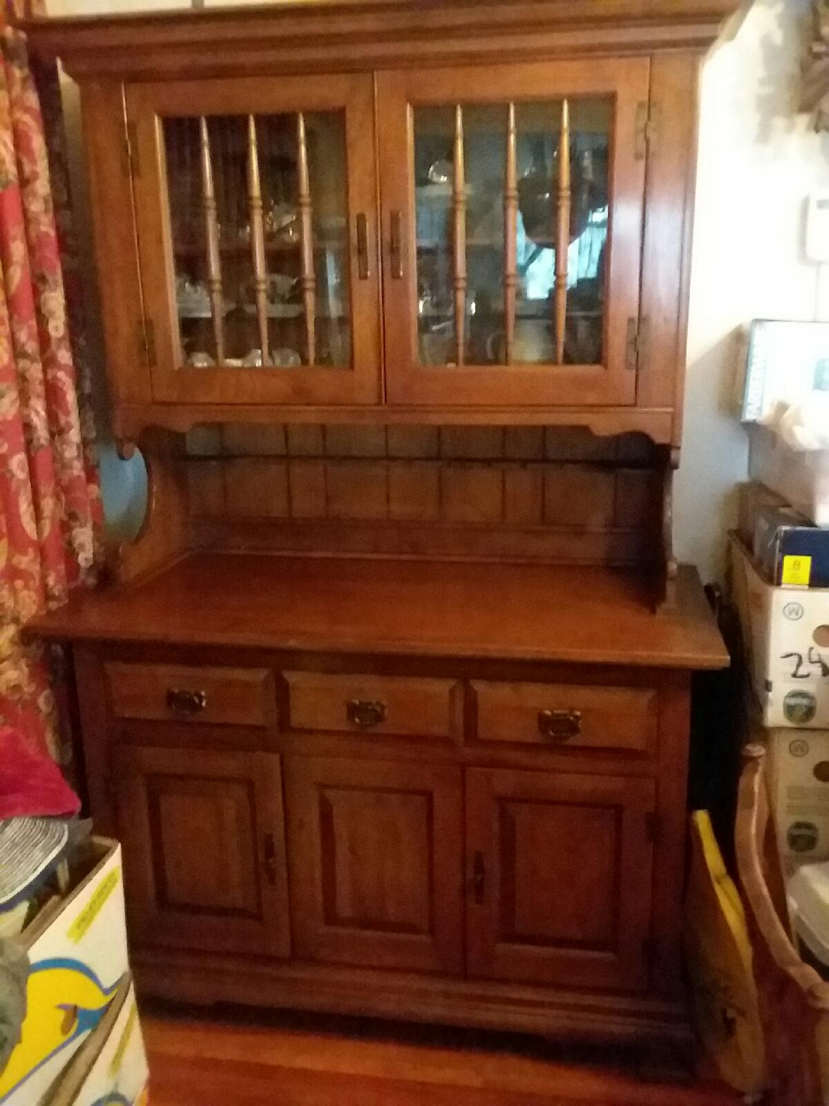 Mom's house everything must go - Estate Sale