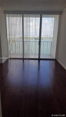 Miami Beach: 2/2 Water views apartment (E Treasure Dr., 33141)