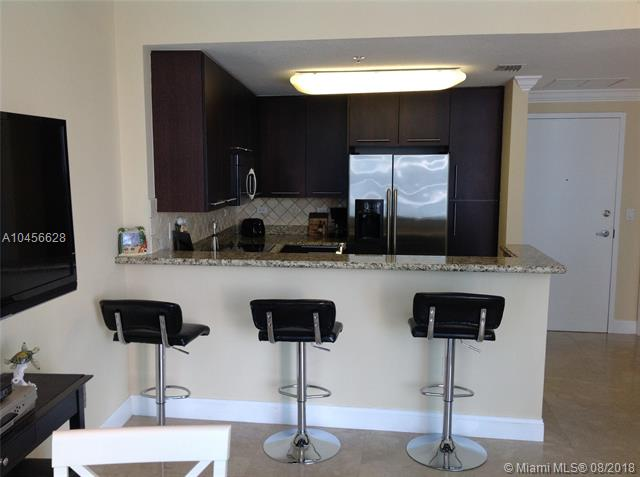 Miami Beach: 1/1.5 Furnished apartment (Collins Ave., 33141)