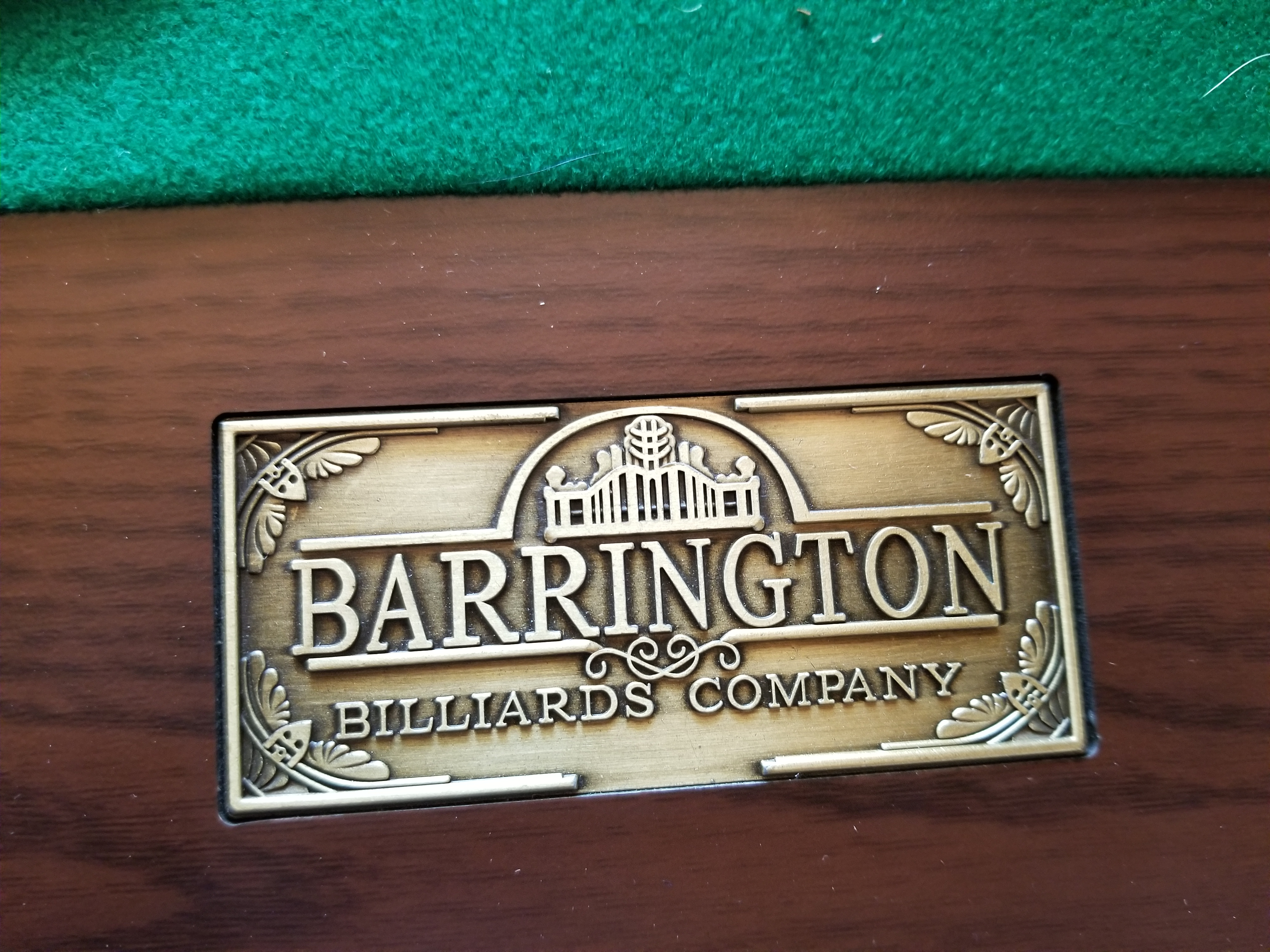 Barrington 8 ft. Pool Table - Includes 6 cues and maintenance set!!
