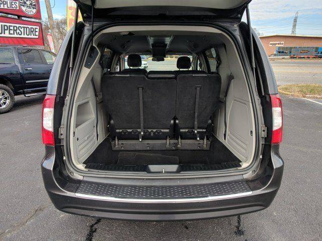 2016 CHRYSLER TOWN & COUNTRY TOURING W/ 32K Miles $12500